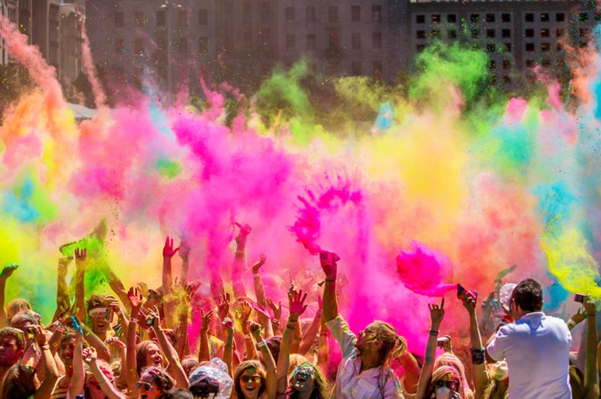 A Napoli torna l'Holi Dance Festival Color Experience