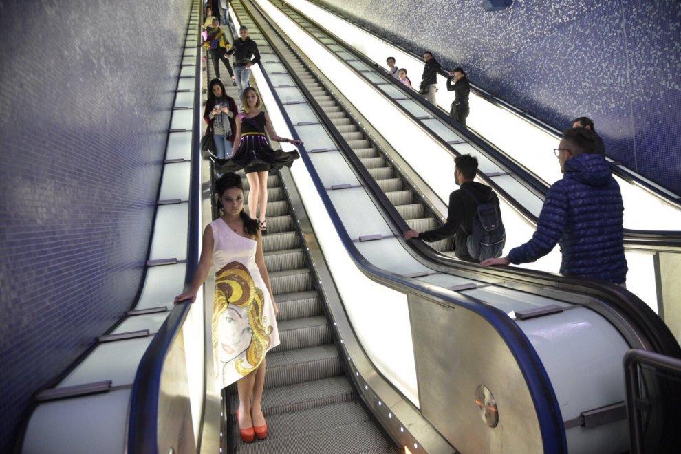 Moda in metro con gli studenti dell'istituto I.S.I.S. Isabella d'Este Caracciolo