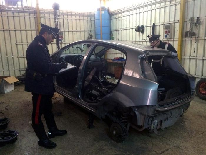 Traffico di auto rubate tra Italia e Spagna: quindici arresti
