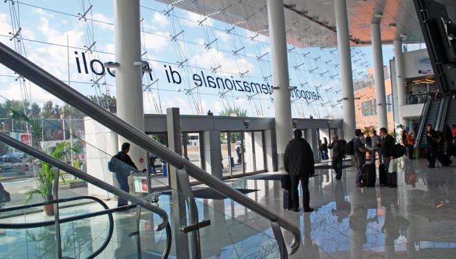 Paura a Capodichino, jet privato atterra senza carrello. Aeroporto chiuso