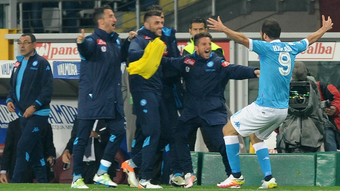 Higuain e Callejon matano il Toro, per il Napoli la Champions è a un passo