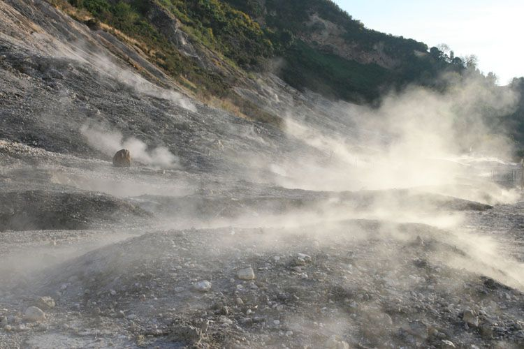 Pozzuoli, sciame sismico nell'area del vulcano Solfatara