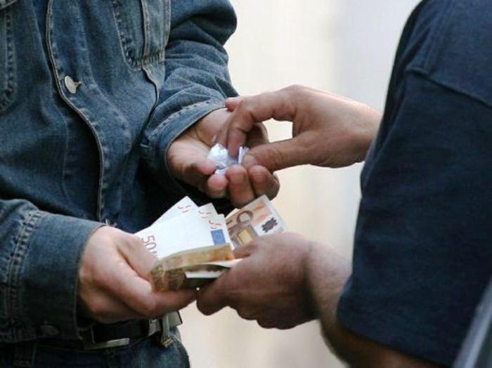 Pusher con reddito di cittadinanza, arrestato 58enne