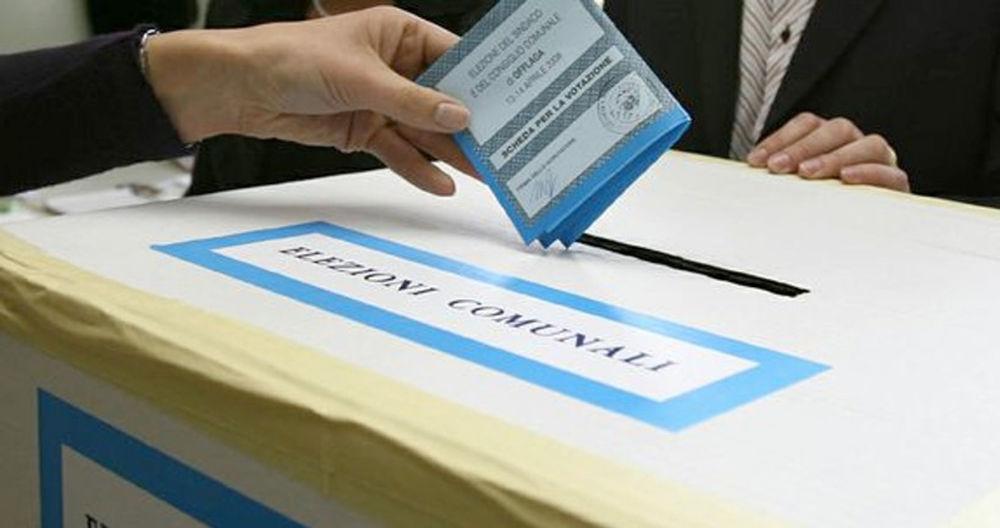 Scheda elettorale fotografata in cabina: 2 denunce a Napoli