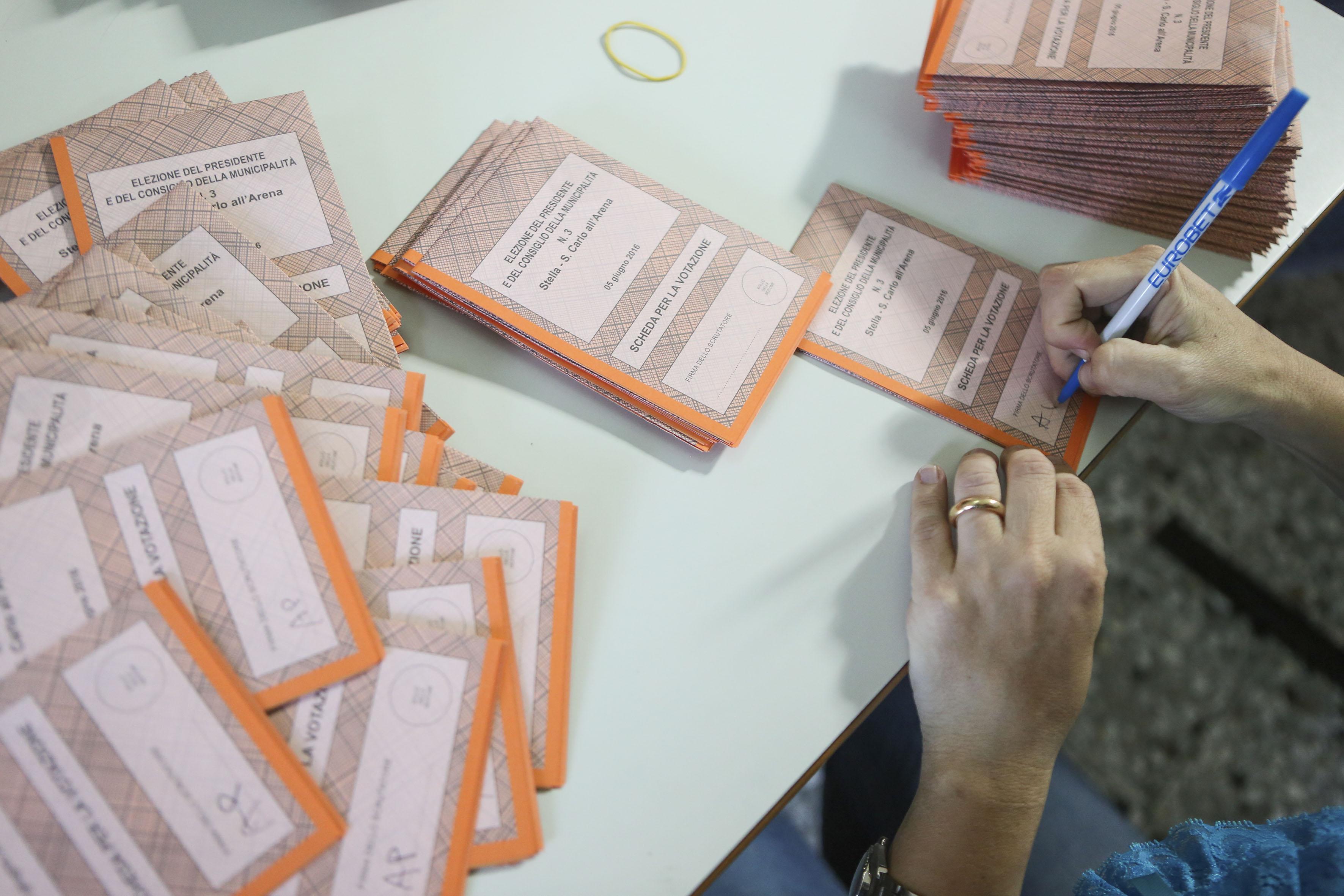Elezioni a Napoli, i dati delle municipalità: due vanno a Lettieri, tre alla Valente, cinque a de Magistris