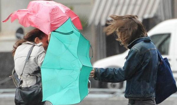 Meteo: sulla Campania in arrivo piogge e temporali, avviso criticità