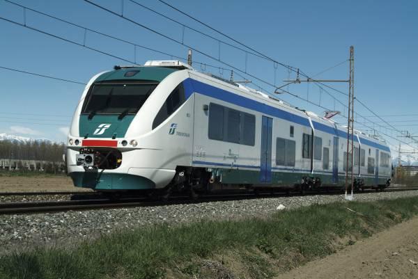 """Assalto treni Napoli-Calabria, Borrelli: """"Viaggiatori ammassati gli uni agli altri"""""""