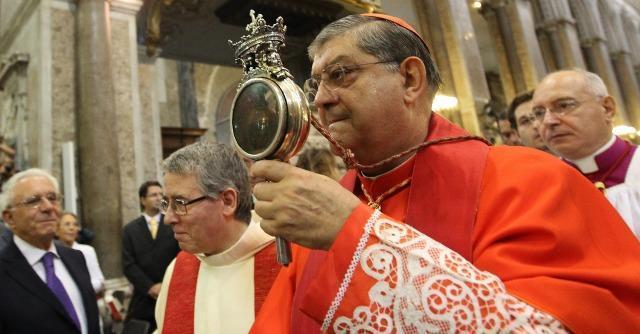 Si ripete il miracolo: si è sciolto il sangue di San Gennaro