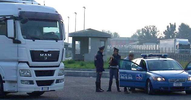 Rapine e sequestro di persone ai danni di autotrasporti: misure cautelari per 18 persone