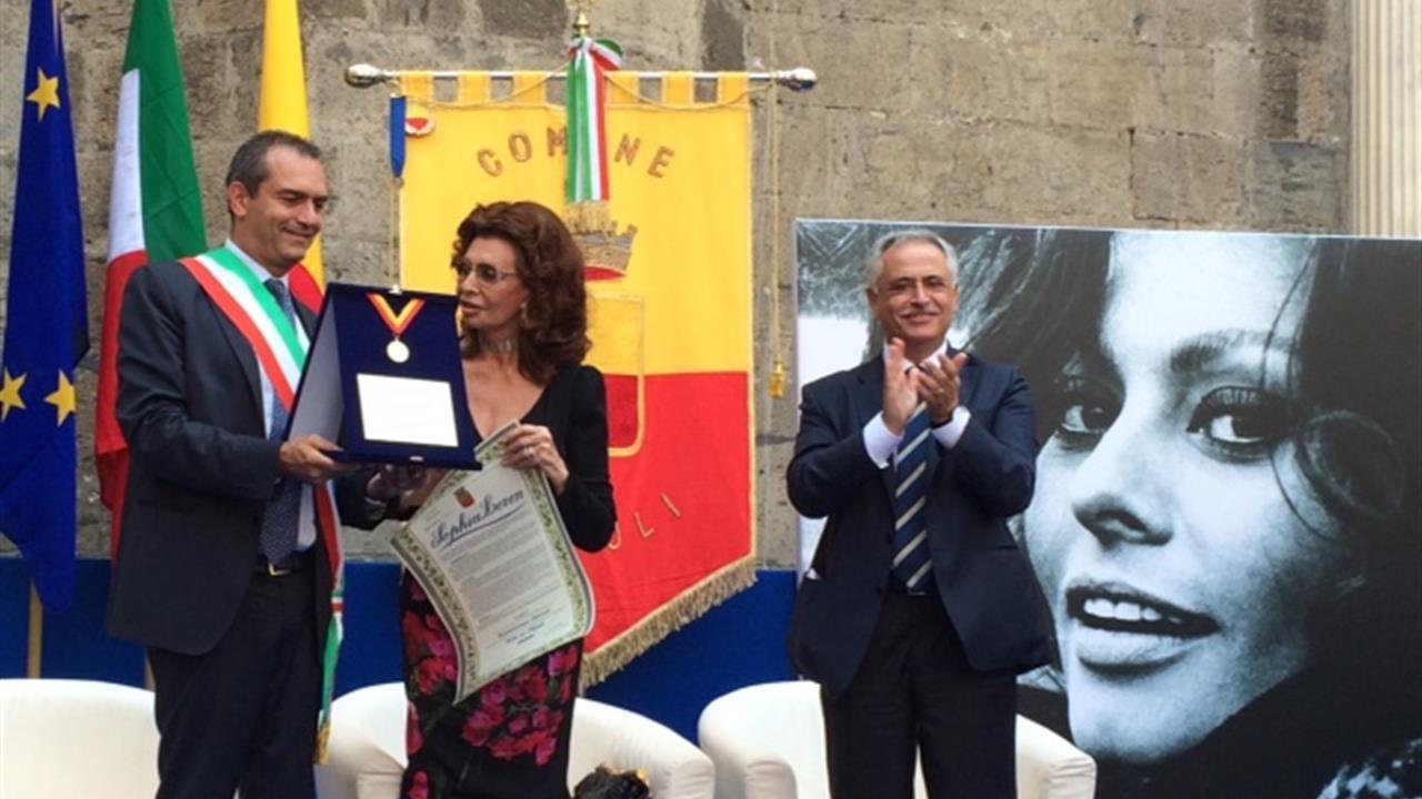 Una commossa Sophia Loren, riceve la cittadinanza onoraria di Napoli