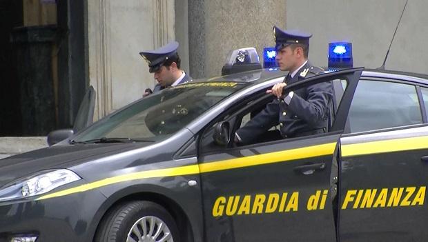 Camorra: tangente da 70 mila euro nel Napoletano