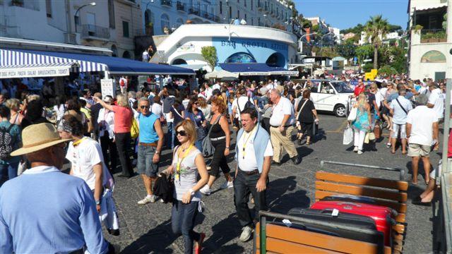 Turismo: Capri chiede provvedimenti di disciplina dei flussi turistici
