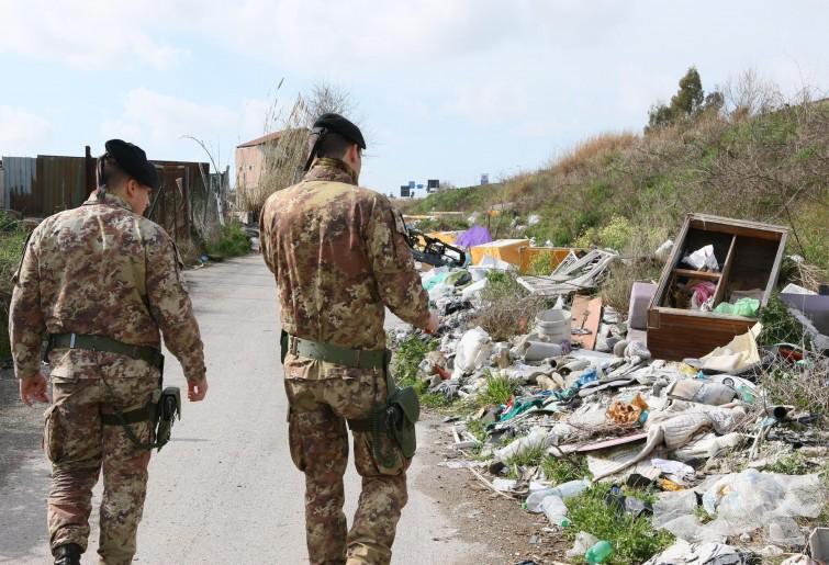 Terra dei fuochi: tre extracomunitari appiccano rogo di rifiuti tossici, fermati