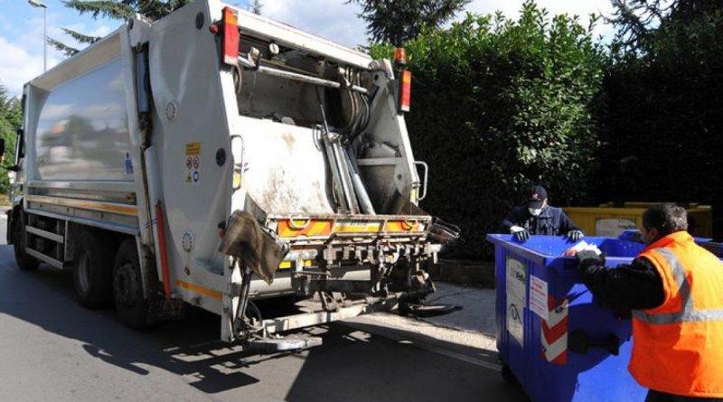 Torna l'incubo rifiuti a Napoli: spazzatura in strada da due giorni