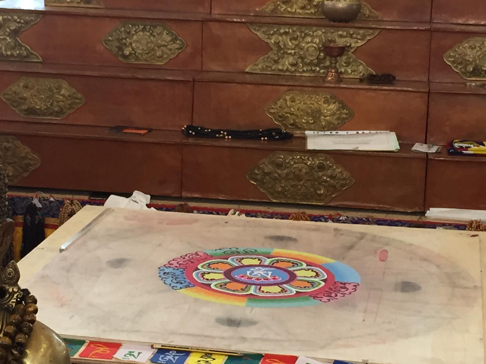 Ultimo giorno del Festival dell'Oriente, chiuso simbolicamente con la distruzione del mandala