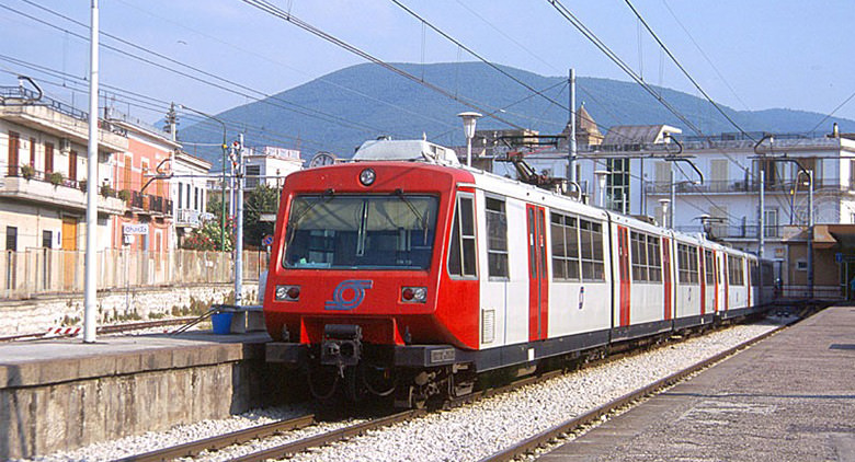 Circumvesuviana: stop linea Sarno-Poggiomarino causa incendio