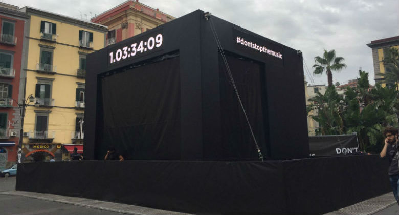 Piazza Dante: Un cubo gigante e un conto alla rovescia