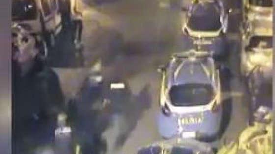 Investe poliziotto con lo scooter: identificato 19enne elogiato su Facebook