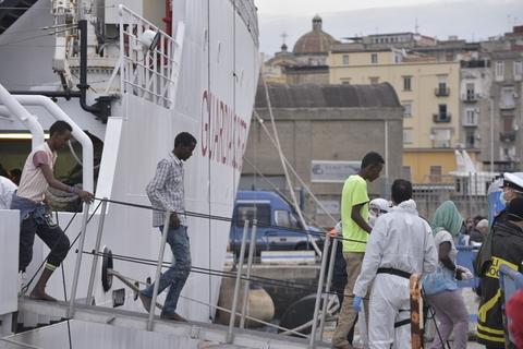 Migranti: fermati quattro presunti scafisti che erano sulla nave Diciotti
