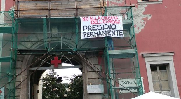 """Ospedale San Gennaro, 300 persone in piazza: """"No alla chiusura"""""""