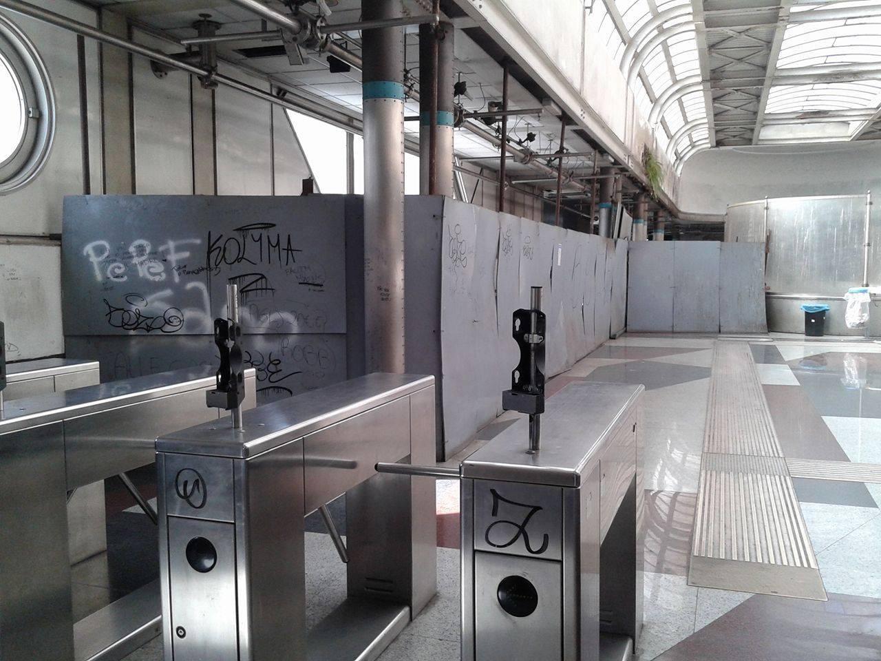 Rubate le obliteratrici della fermata Piave: atti vandalici delle baby gang