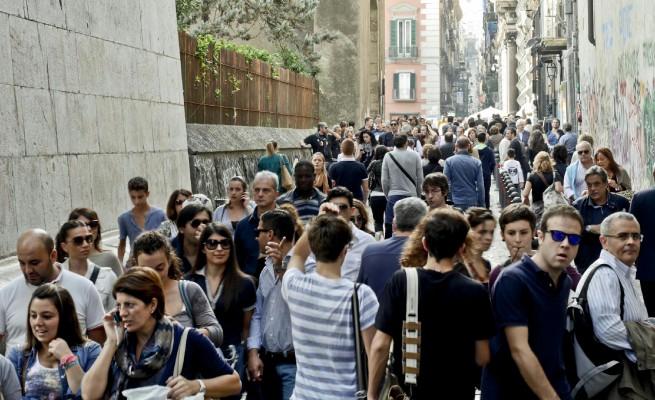 Boom di turisti a Napoli: il problema dell'abusivismo