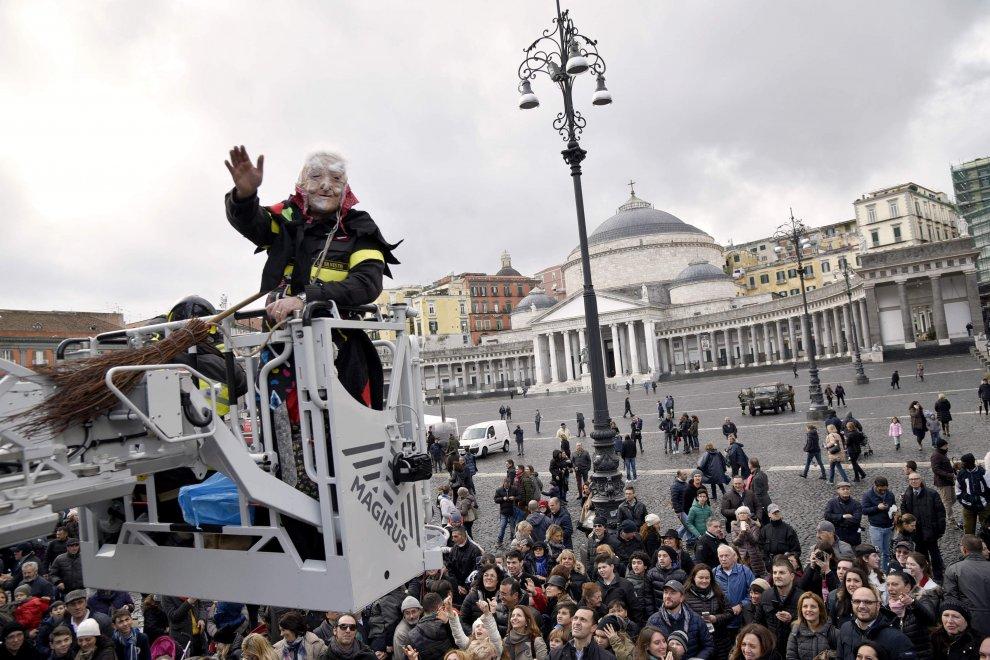 Epifania a Napoli: la Befana in Piazza del Plebiscito