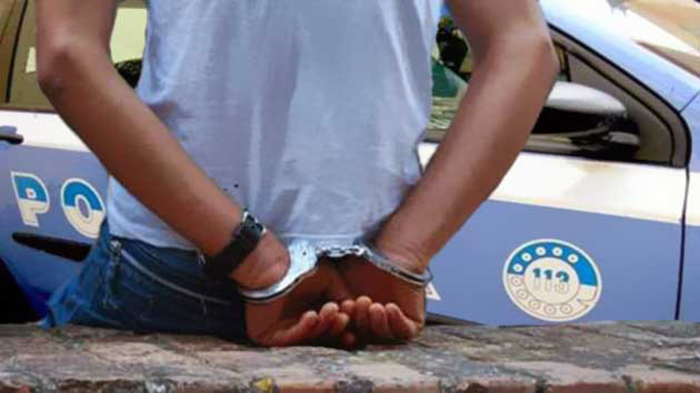 Arrestato un extracomunitario a Napoli mentre rubava smartphone