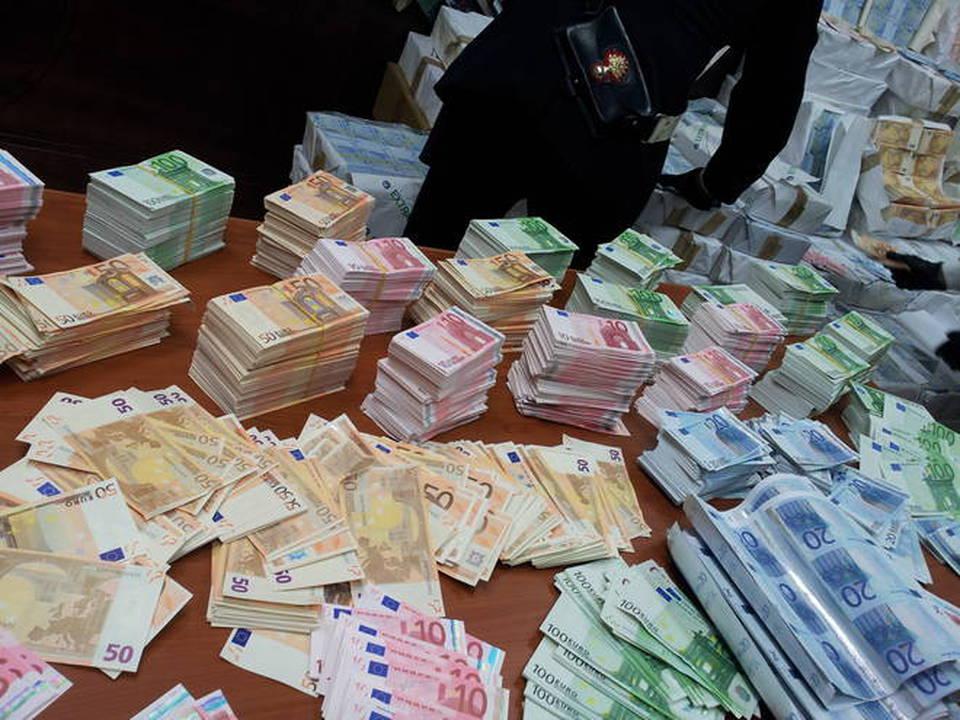 Trasportava 100mila euro falsi: in manette 44enne