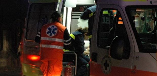 Buche a Napoli, motociclista cade su tombino in via Caravaggio