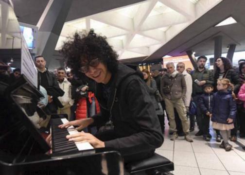 Giovanni Allevi e un concerto speciale alla stazione di Napoli