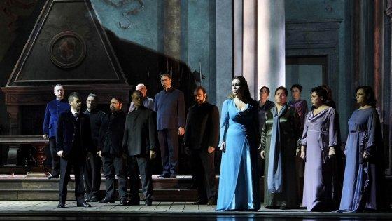 Al San Carlo l'Otello dedicato al dramma dei migranti