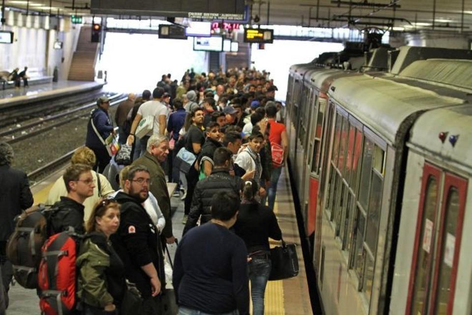 Trasporti: Circumvesuviana tra le tratte ferroviarie più problematiche d'Italia