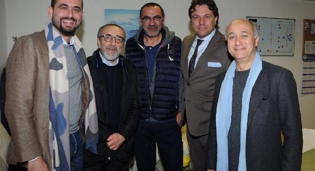 Silvio Orlando e Marcello Romolo a Castelvolturno: il Cardinal Voiello a colloquio con Sarri