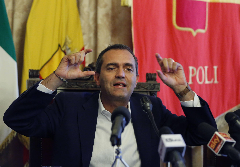 """De Magistris: """"Raggi non deve dimettersi. Orgoglioso di essere sindaco fuori dal sistema"""""""
