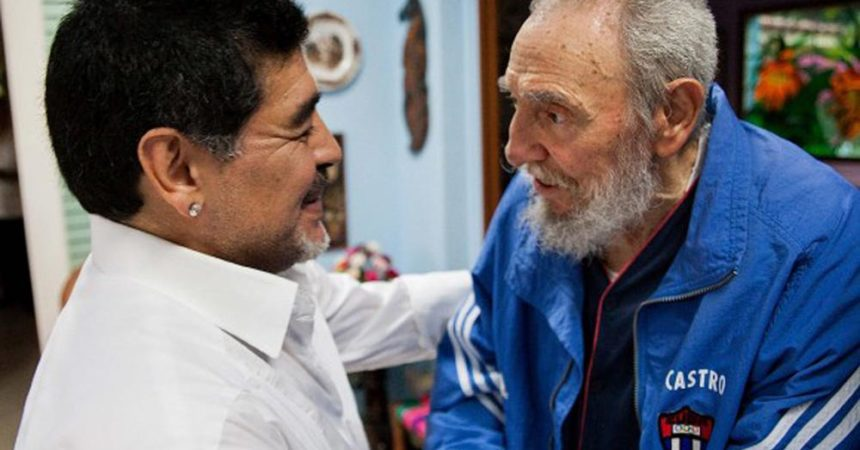 """Anche Maradona a Cuba per i funerali di Fidel Castro: """"Per me un secondo padre"""""""