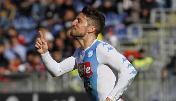 Napoli, 'manita' al Cagliari e segnale al campionato. Tris di Mertens e gol di Hamsik e Zielinski