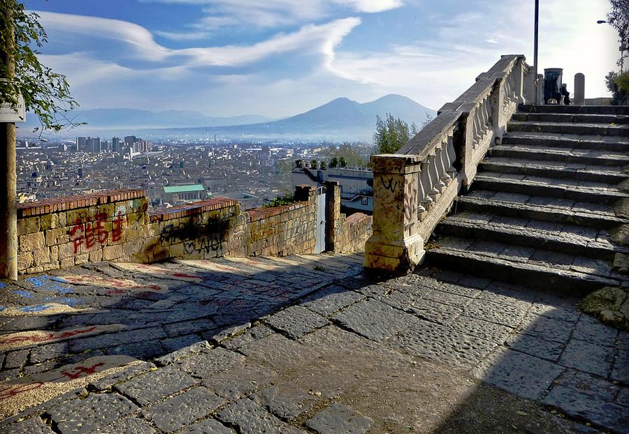Tu scendi dalle scale, dall'8 dicembre tornano passeggiate ed eventi per le scale di Napoli