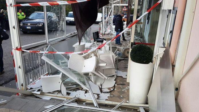 Esplosione nel Salernitano: ordigno distrugge bar