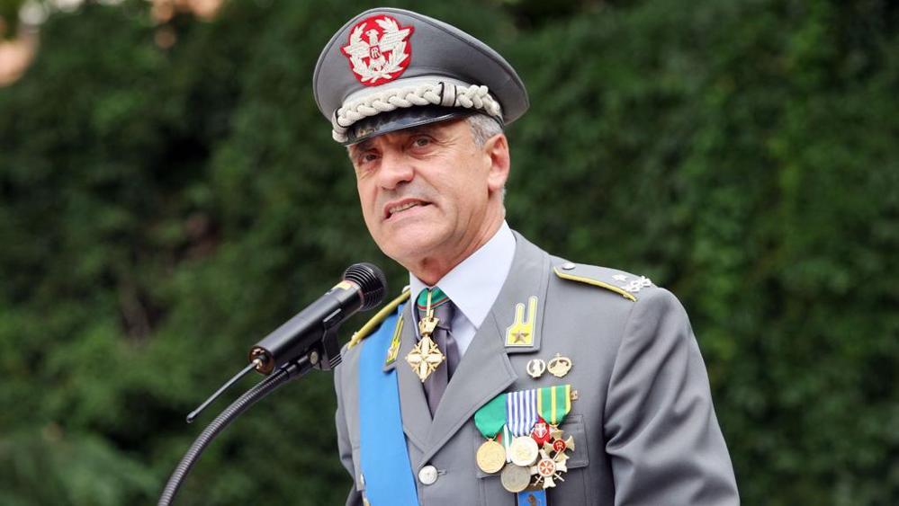 Fuga di notizie: chiuse indagini sul generale Mango