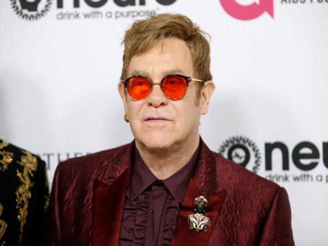 Gli occhiali di Elton John: artigianato di Giugliano