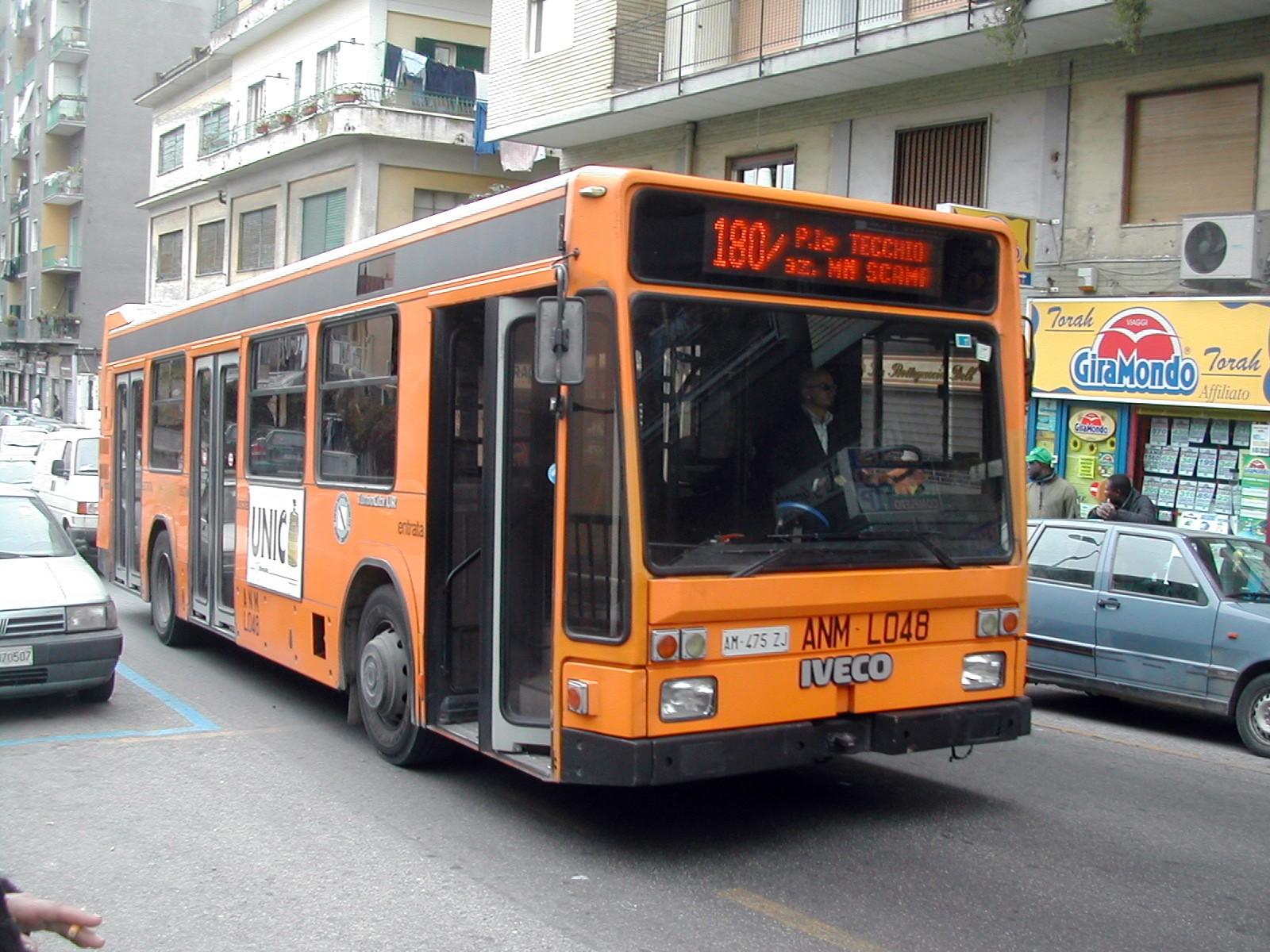 Da settembre agenti della polizia locale sui bus dell'Anm