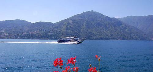 Aliscafo finisce su barche a vela a Ischia