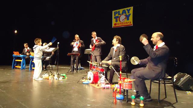 Playtoy Orchestra, musica con giocattoli: in arrivo il secondo disco