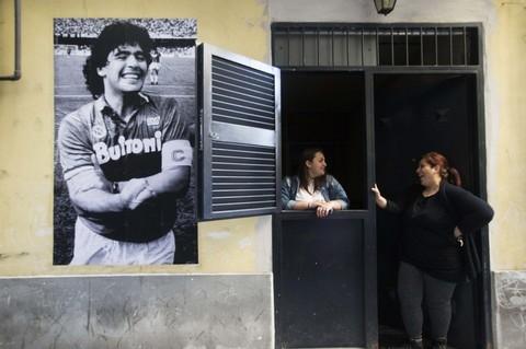 Street art per Maradona, spunta un poster al centro storico