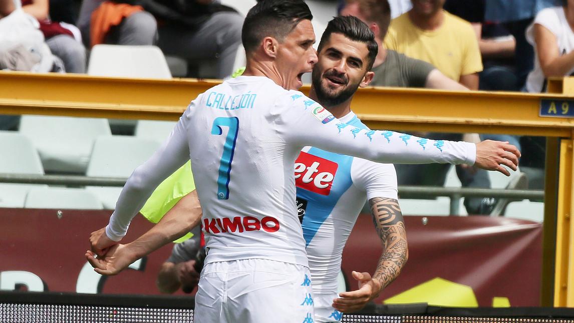 Napoli, Toro 'matato' con vista sul secondo posto. In attesa di Roma-Juve