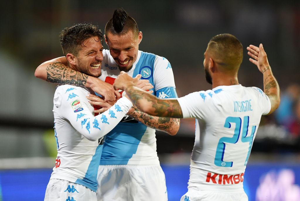 Napoli-Fiorentina 4-1, doppio Mertens, Insigne e Koulibaly incollano gli azzurri alla Roma