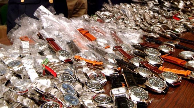 Chiuso laboratorio orologi contraffatti