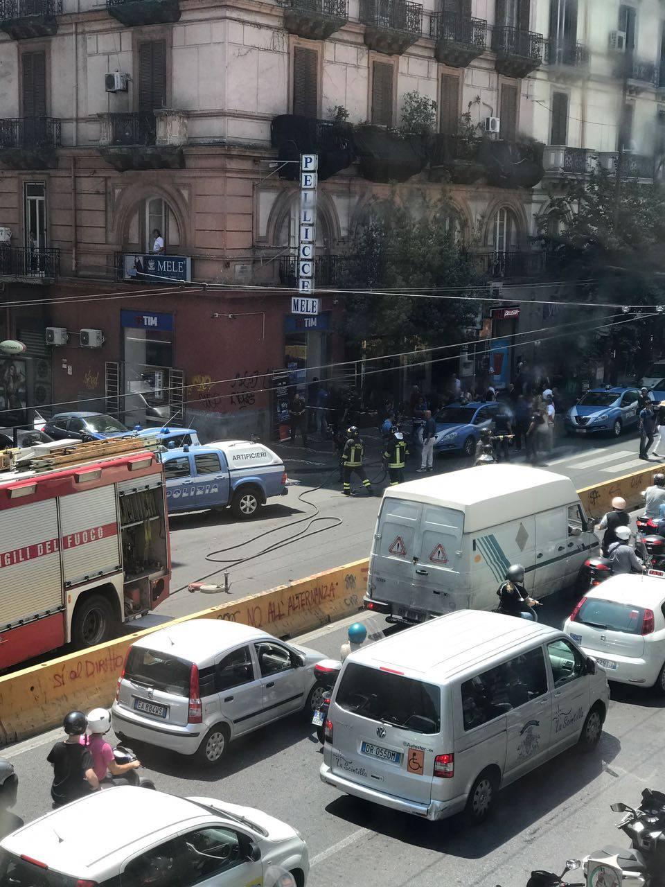 Allarme bomba a Corso Umberto, intervengono gli artificeri