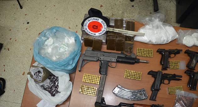 Blitz dei carabinieri: trovate armi cariche in rione popolare